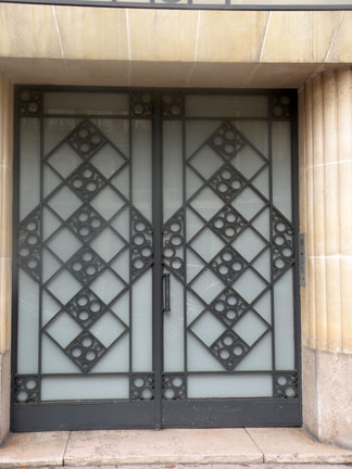 I found this fabulous art deco door connected to this even more fabulous art deco building built in 1930 by architect and city planner Charles Lemaresquier. & I Prefer Paris: Door of the Month: 6 rue Jean Goujon