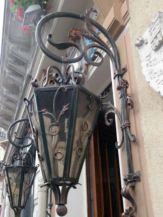 Rue-des-Ecoles-1