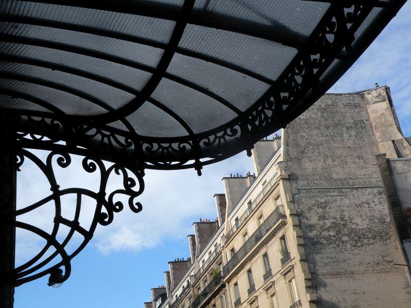 Rue de Louvre Portico
