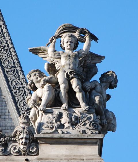 Louvre angel, right side_2