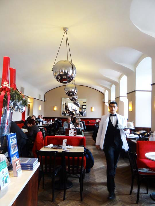 VIENNA CAFE-8