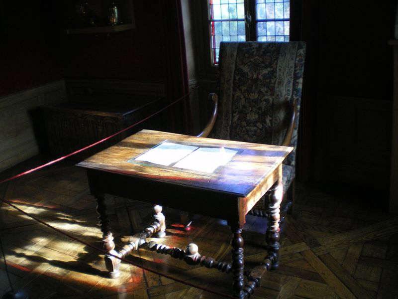 11. Balzac's writing table
