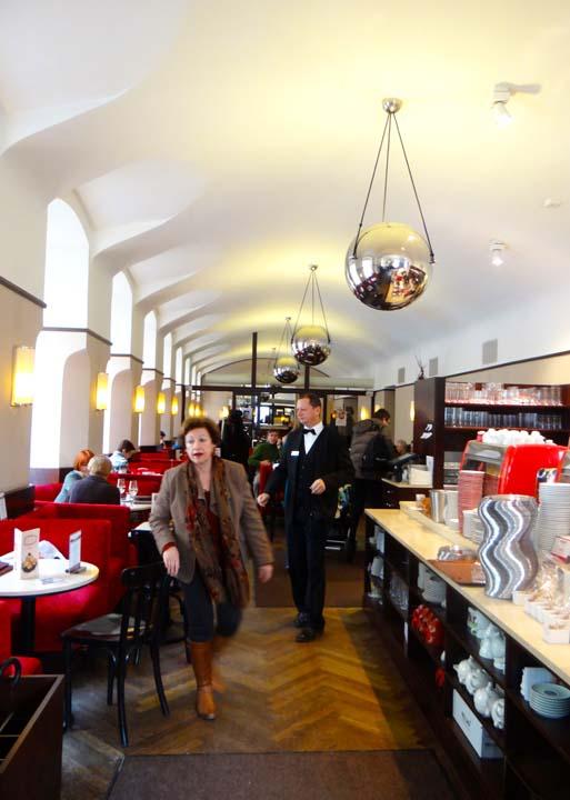 VIENNA CAFE-24