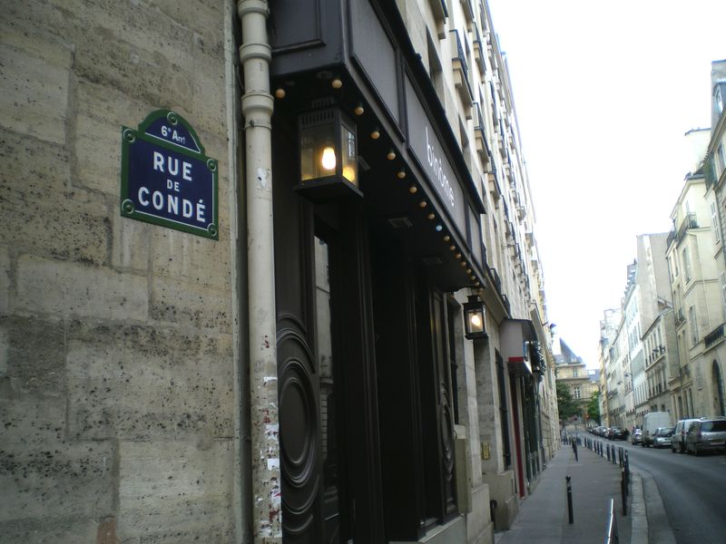 Rue conde sign and street
